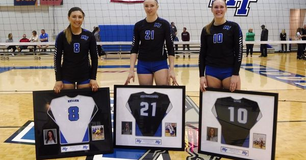 Raiders Drop Heart Breaker On Senior Day Middle Tennessee State University Volleyball News Senior Day