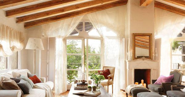Sal n sof blanco y alfombra alhede de ikea las butacas - Salon rustico ikea ...