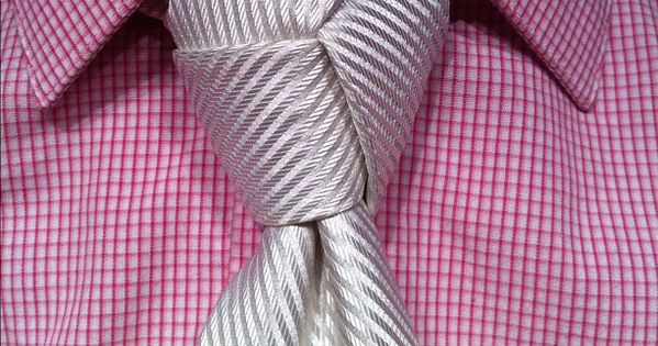 I love this Trilogy Knot tie for the Groomsmen! weddings groom www.photographybybambi.com.au