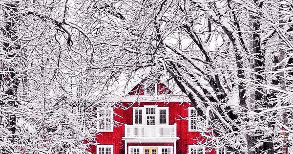 rotes haus am ende einer schnee allee irgendwo pinterest rote h user schweden und schnee. Black Bedroom Furniture Sets. Home Design Ideas