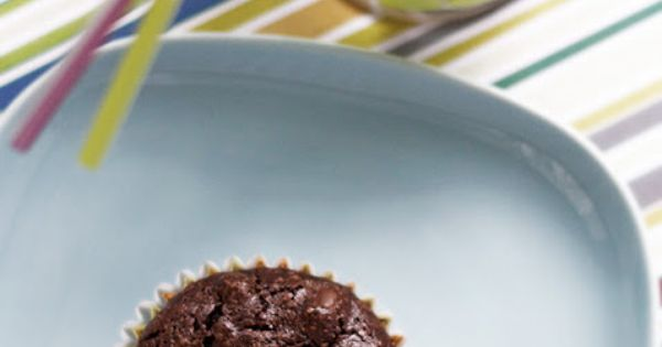 Easy peasy gluten-free brownie cupcakes (from a brownie mix + eggs, olive