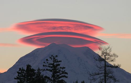 LenticularClouds Saw something similar above Mt. Shasta sitting in a perpetual swing
