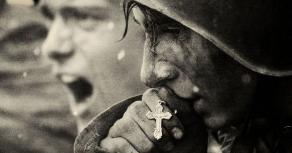 Russian soldiers prepare for the Battle of Kursk, July 1943 Seguici diventa