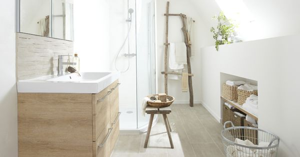 Salle d 39 eau avec carrelage imitation parquet http www m - Parquet pour salle d eau ...