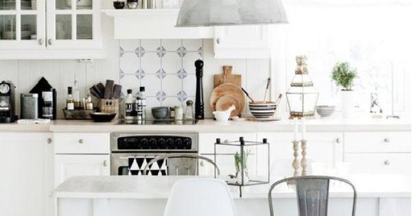 essecke im landhausstil mit modernen elementen eames dsr. Black Bedroom Furniture Sets. Home Design Ideas