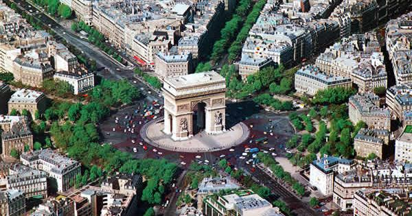 Arc de Triomphe travel