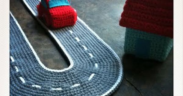 Crocheted car and track Isabelle Kessedjian: The serial crocheteuses n??88 : une
