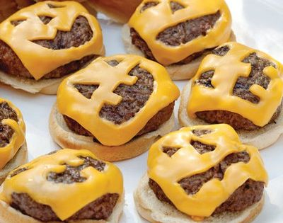 Jack O' Lantern Cheeseburgers! Great for a cute Halloween party entree....