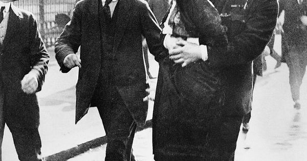 an analysis of emmeline pankhursts fight for the rights of women in britain Emmeline pankhurst becomes a prominent member of a growing band of women fighting for equal rights emmeline is arrested in britain throws emmeline pankhurst.