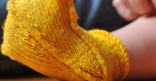 Knitted duck baby booties tutorial. Every Oregon duck baby needs these.