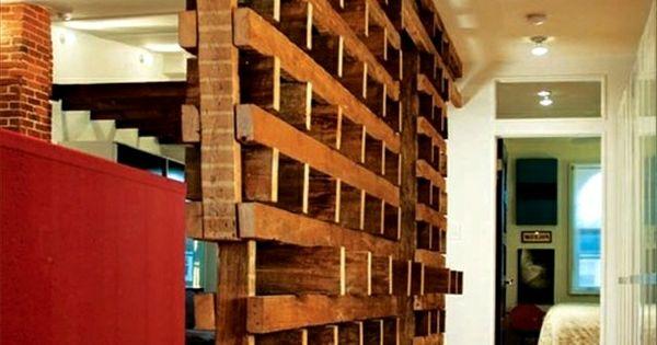 zimmer mit einer trennwand aus paletten originell 42 kreative raumteiler ideen f r ihr. Black Bedroom Furniture Sets. Home Design Ideas