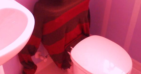 Freddy Krueger Toilet Cover, this is a great Halloween idea.