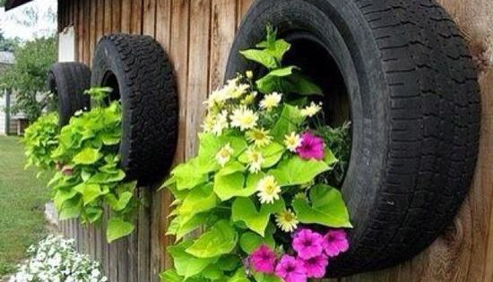 Garden decoration ideas with old car tires wall decor for Tire decoration ideas
