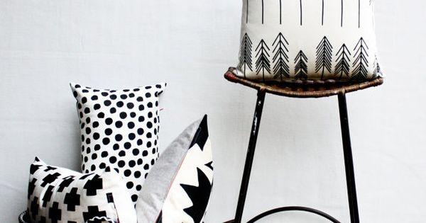 noir et blanc pin arbre fl che mod le pacific northwest inspir coussin pendaison de cr maill re. Black Bedroom Furniture Sets. Home Design Ideas