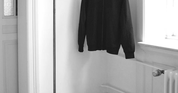 kleiderstange einfach an der wand befestigt clothes. Black Bedroom Furniture Sets. Home Design Ideas