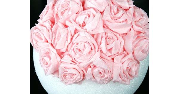 R aliser une suspension de fleurs en papier cr pon fleurs en papier ou en tissu pinterest - Boule de fleur en papier crepon ...
