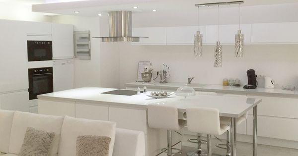 Cuisine tendance et sophistiqu e blanche et sans poign e for Cuisine 3d logiciel