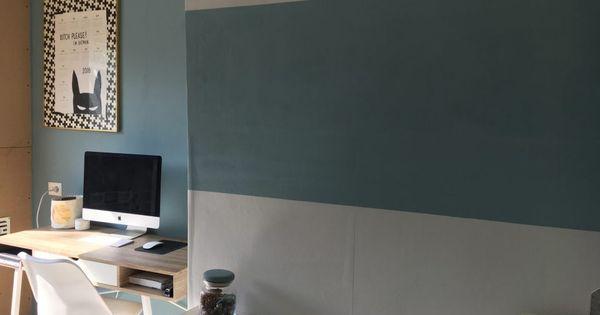 Blogger momabition maakte met behulp van verf vintage blue en frosted blue van een rommelhok een - Verf haar woonkamer ...