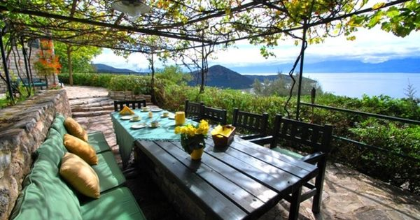 Belle terrasse avec vigne pour faire de l 39 ombre laube for Faire de l ombre sur une terrasse