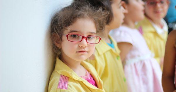 حفلة عيد ميلاد في مدرسة الشيخ عبد الرحمان الحفيان حي التضامن أطفال المستقبل Square Glass Round Glass