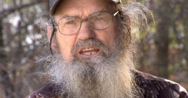 Love Duck Dynasty!! Uncle Si is priceless. He makes me smile.