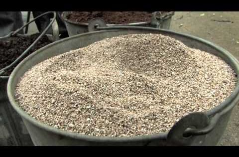 Video ~ Making your own potting soil is quick and easy. You'll