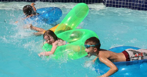 40 swimming pool games for kids and adults for Primary games swimming pool sid