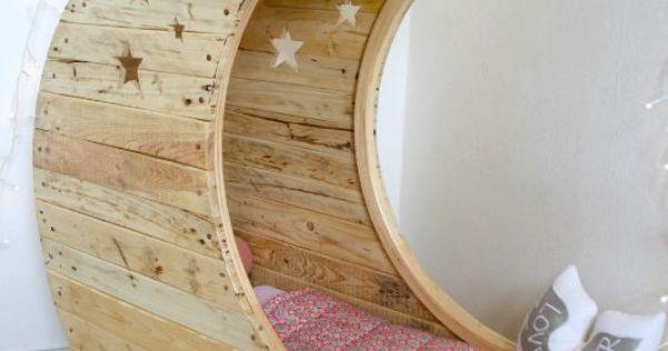 berceau en bois de palette home sweet home pinterest childs bedroom terrasses et dormez bien. Black Bedroom Furniture Sets. Home Design Ideas
