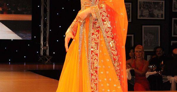 Esha Gupta Walking The Ramp For Manish Malhotra Festive