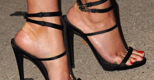 reese witherspoon s high heels xoxo shoe porn