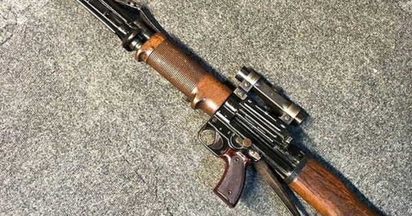 gunsdaily: @thegunblog A legit real ww2 Nazi German FG 42...