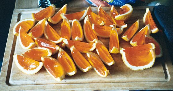 Great party idea! 1. Cut the oranges in half and hollow out.