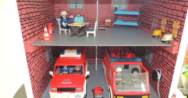 une caserne de pompier partir d 39 une table de chevet. Black Bedroom Furniture Sets. Home Design Ideas