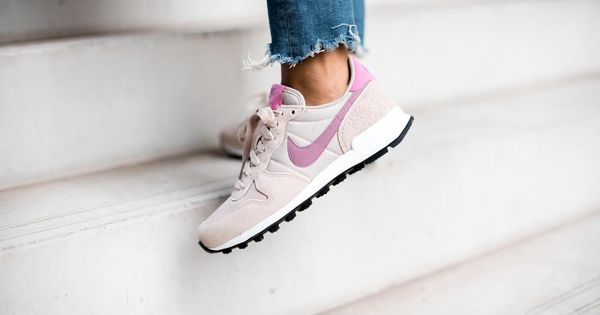 nike internationalist dames bloemen
