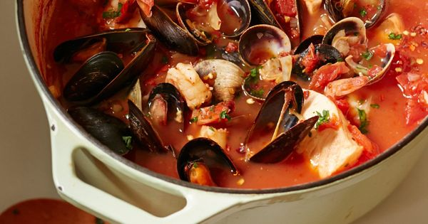 Slow cooker cioppino by giada de laurentiis giadaweekly for Feast of the seven fishes giada