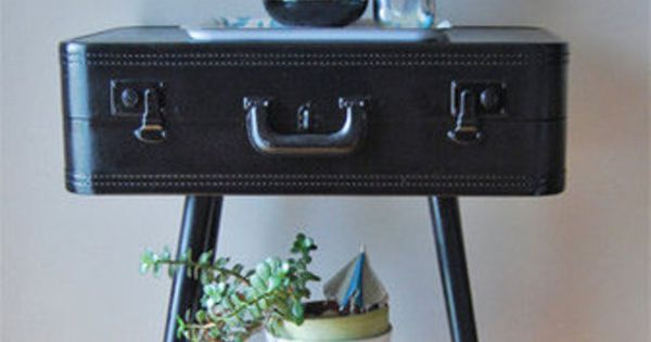De oude koffer heb ik gekocht en spuit hem met verf grijsblauw nu de tafelpoten nog creative - Verf credenza ...