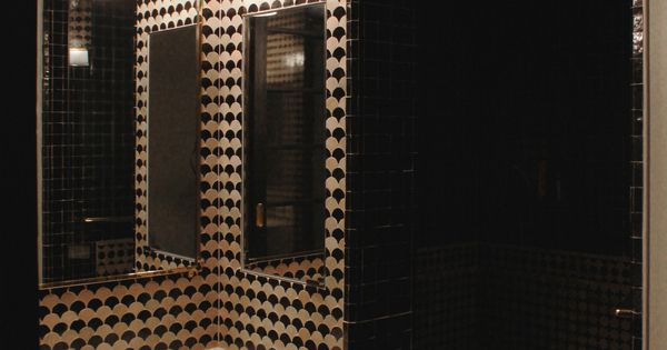 Black and beige bathroom with mosaic house fleurs 6 11 and the tanger s 6 11 tiles designer - Zelig toulouse ...