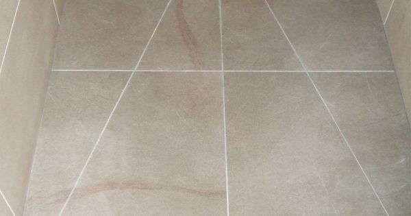 Close up vloer betegelde inloopdouche met vierkant inox rooster inloopdouche pinterest met - Badkamer betegelde vloer ...