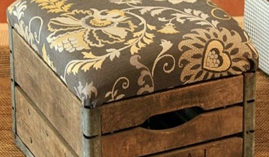 DIY Home Decor | Turn an old milk crate into an upholstered