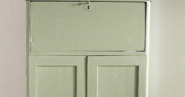 petite armoire peinte avec peinture l 39 huile de lin couleur lichen meuble peint. Black Bedroom Furniture Sets. Home Design Ideas