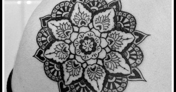 lotus mandala tatouage mandala photos et mod les de tatouages rosace mandala tattoo. Black Bedroom Furniture Sets. Home Design Ideas