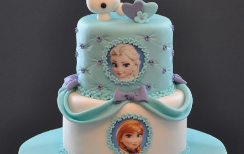 Everyone needs a birthday cake to go with their Frozen themed birthday