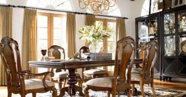 Thomasville Furniture Ernest Hemingway Castillian Pedestal