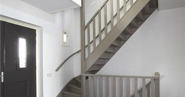 Trap in hal ook naar kelder binnen huis pinterest - Trap binnen villa ...