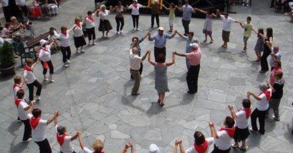 El Blog De P S Go Sardanes A Sort Traje Regional Baile Espana