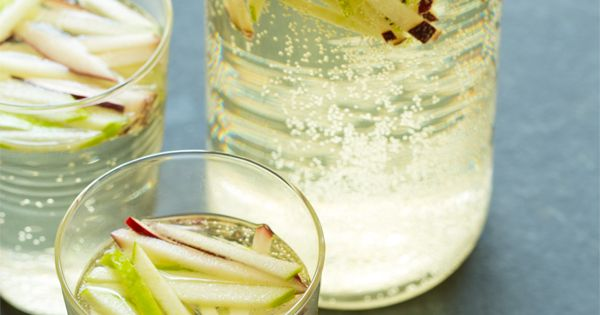 Sparkling Apple Sangria: Riesling, Red Apple, Green Apple, Champagne // Spoon Fork