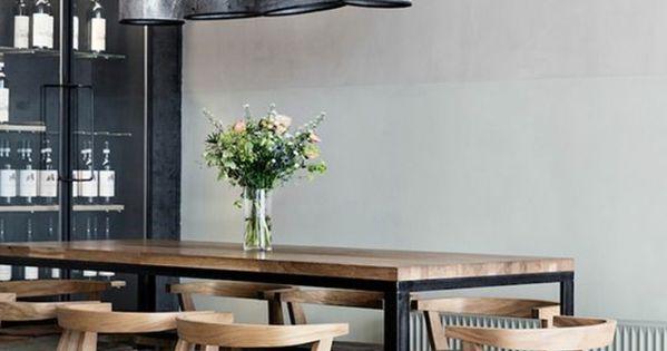 Decoracion salon comedor mesa alta y sillas de madera for Mesa alta comedor