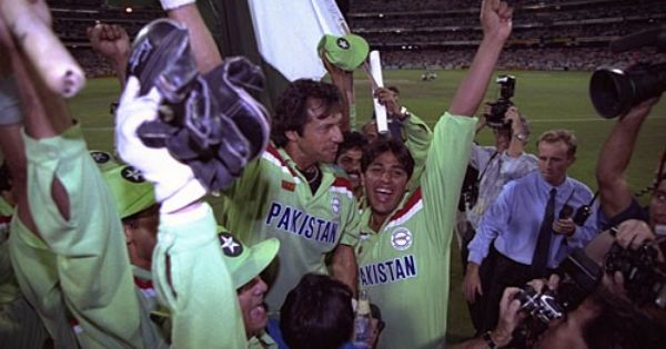 March 25 1992 Imran Khan And His Forces Win The Benson And Hedges World Cup For Pakistan They Beat Favorites England By Cricket World Cup World Cup Pakistan