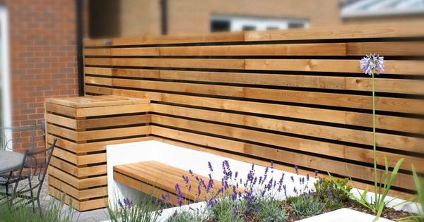 Dise o de jardines peque os con valla de madera cercos for Barandales de madera para jardin