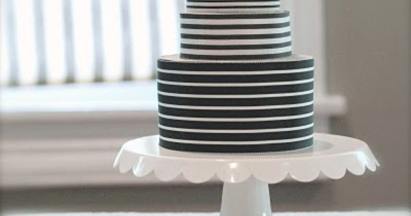 black and white ribbon cake / a simple and modern cake for